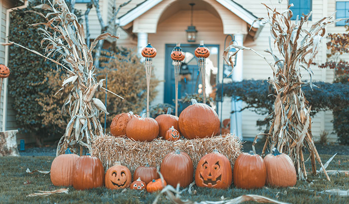 5 Spooky Front Lawn Decorations for Halloween in 2021